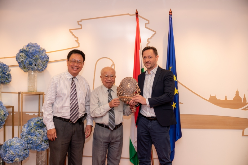 FAREWELL TO CONSUL GENERAL OF HUNGARY: A CHAPTER IN HUNGARY-VIETNAM RELATIONS CLOSED